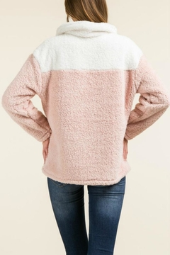 regenbogen Fuzzy 1/4-Zip Pullover - Alternate List Image