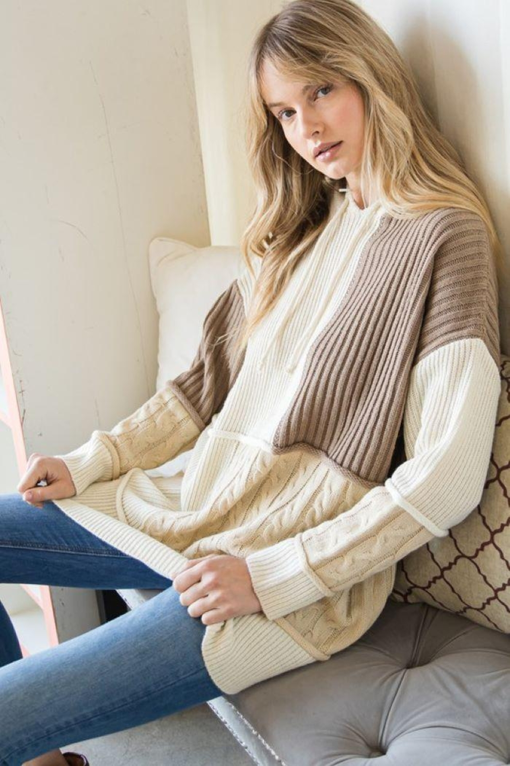 GeeGee Pullover Color Block Sweater - Side Cropped Image