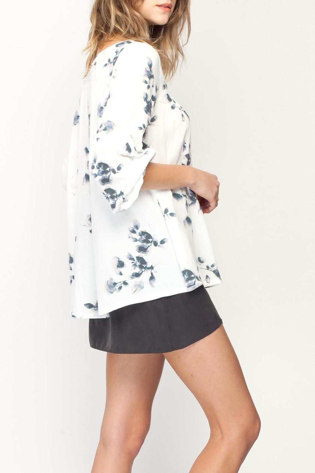 Gentle Fawn Botanical Print Top - Side Cropped Image