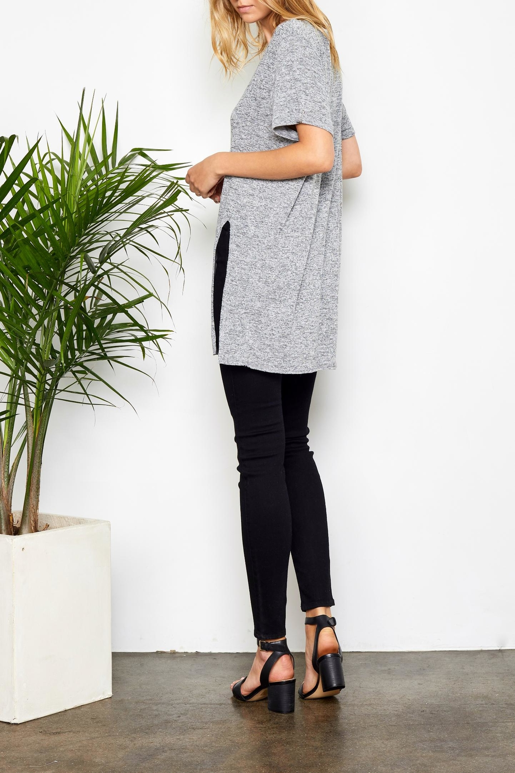 Gentle Fawn Side Slit Tee - Side Cropped Image