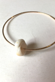 Maui Ocean Jewelry GF Thick bangle with Shell - Front cropped