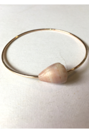 Maui Ocean Jewelry GF Thick bangle with Shell - Front full body