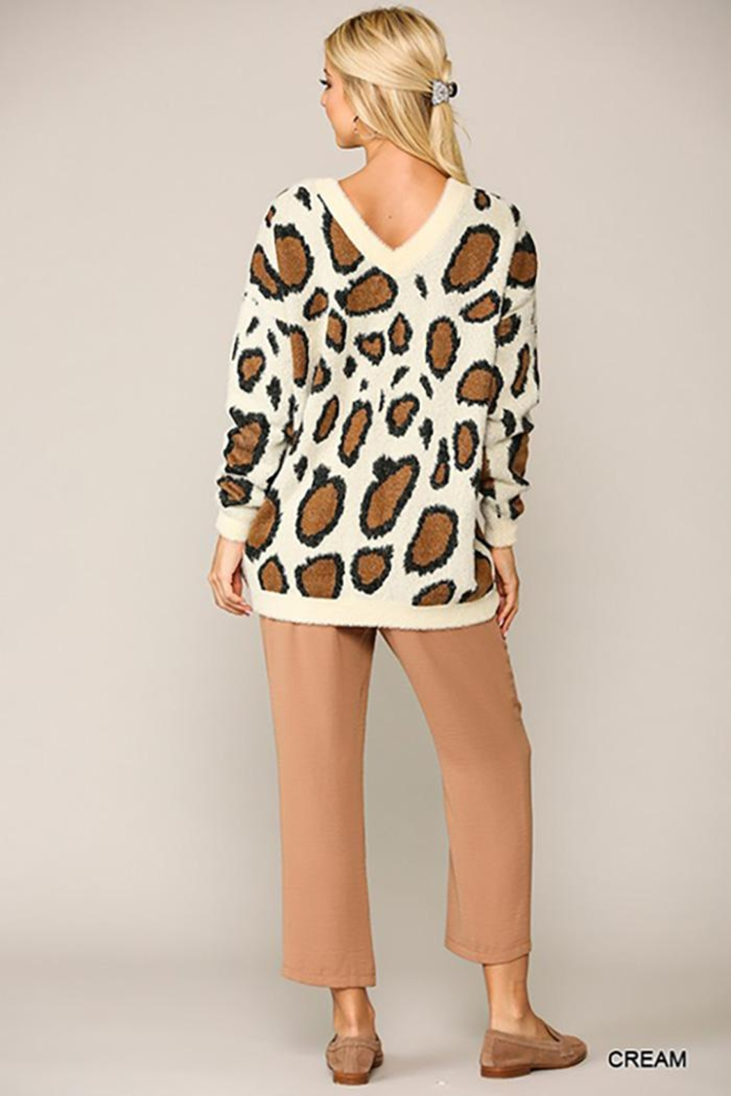 GiGiO Leopard Pattern V-Neck Soft Sweater Top - Side Cropped Image