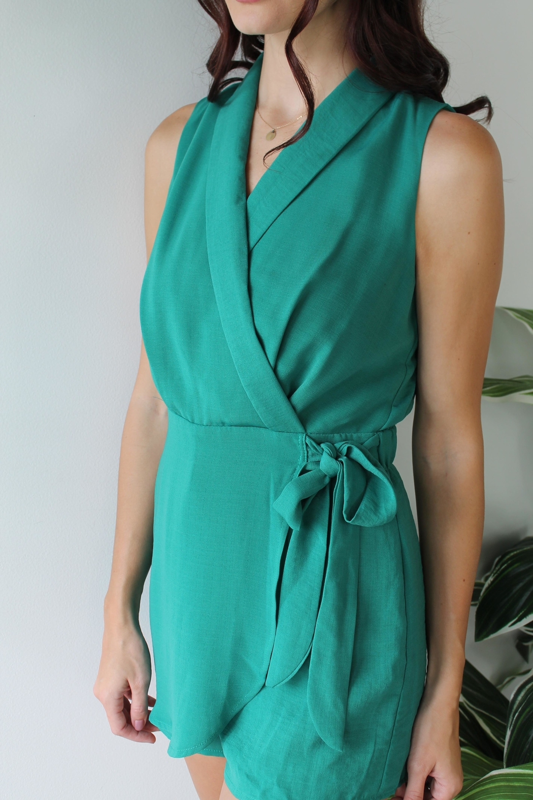 Gilli Eye Catching Romper - Side Cropped Image