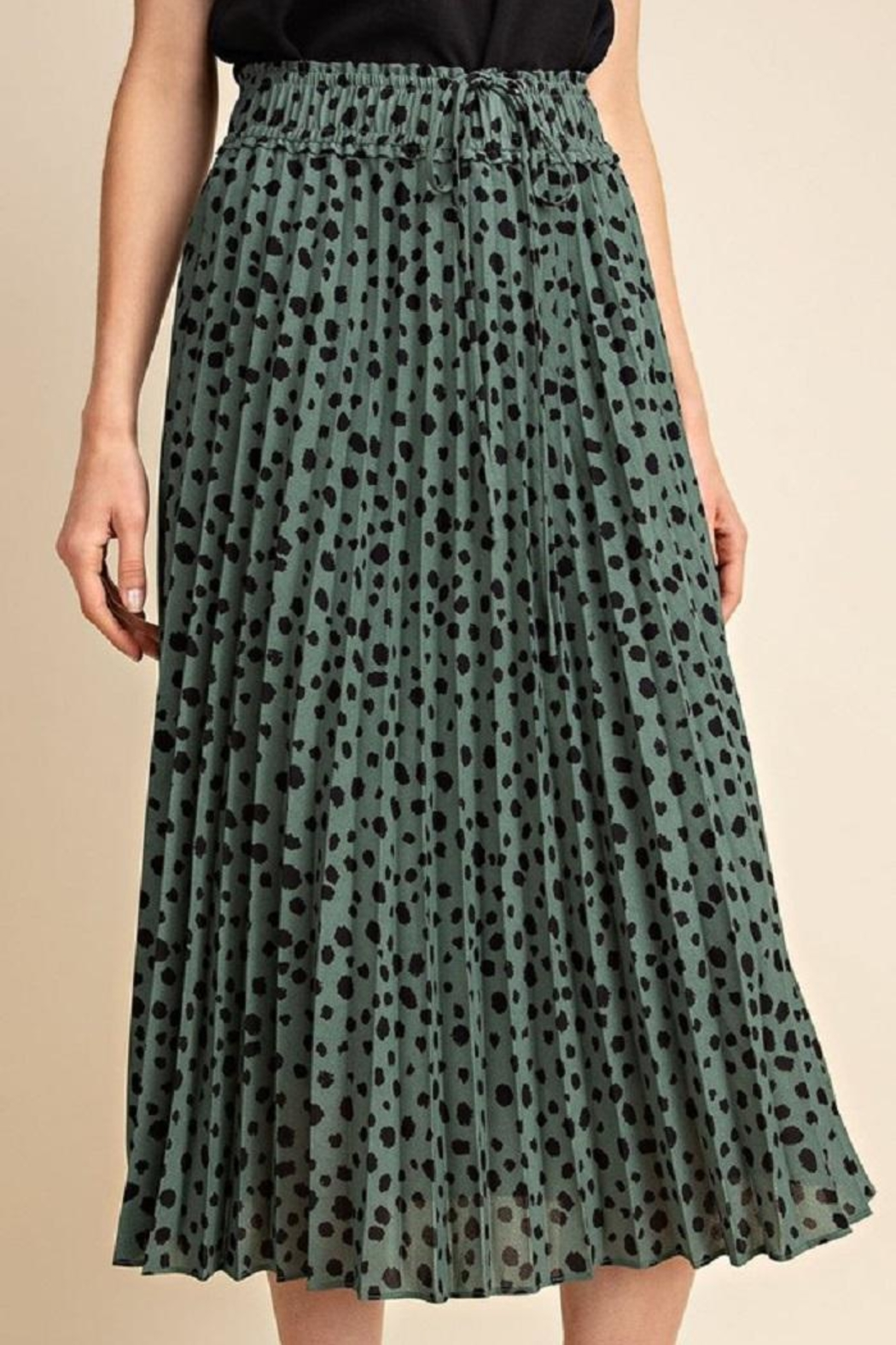 Gilli Pleated Leopard Skirt - Front Cropped Image