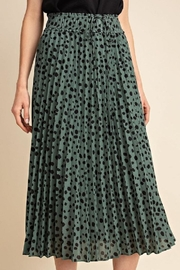 Gilli Pleated Leopard Skirt - Front cropped