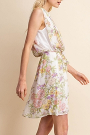 Gilli White Floral Dress - Side cropped