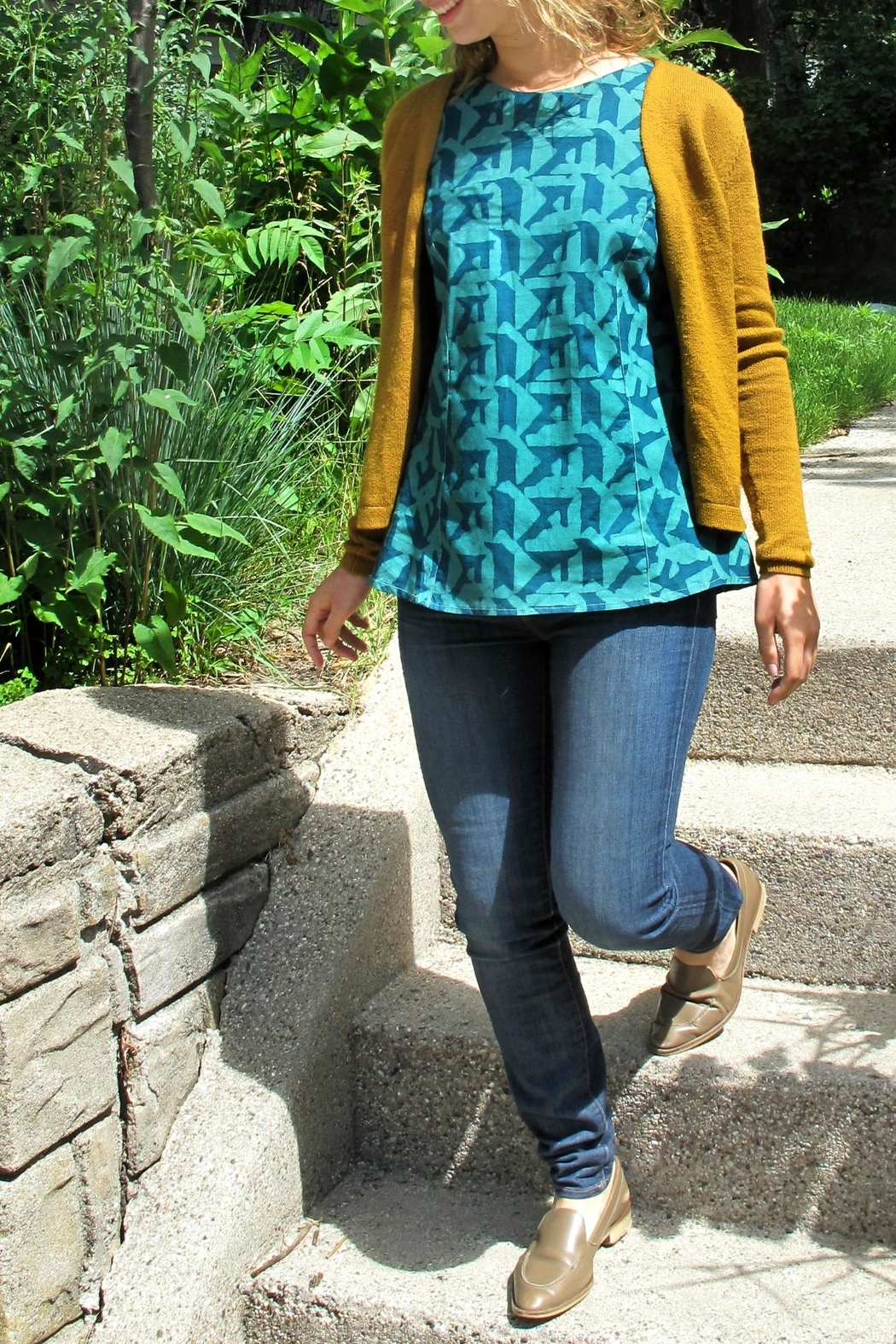 Global Mamas Boardwalk Blouse Evergreen - Front Full Image