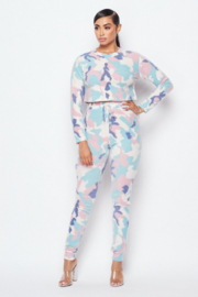 Hot & Delicious Good Conversations Camo Lounge Set - Front cropped