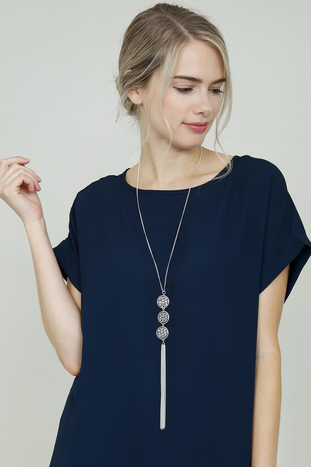Riah Fashion Good-Luck-Charm Tassel-Lariat-Necklace - Side Cropped Image