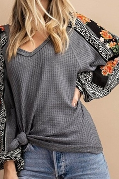 KORI AMERICA Gray long sleeve thermal knit with floral and geometric balloon sleeves - Alternate List Image