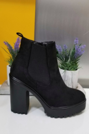 Refresh Grizz Booties - Front full body