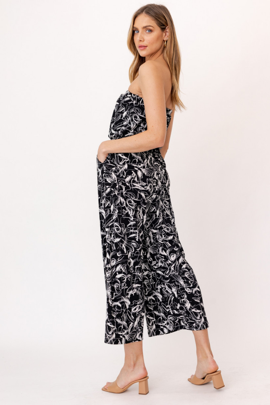 Gilli HADLEE Strapless Abstract Printed Jumpsuit with Pockets - Side Cropped Image