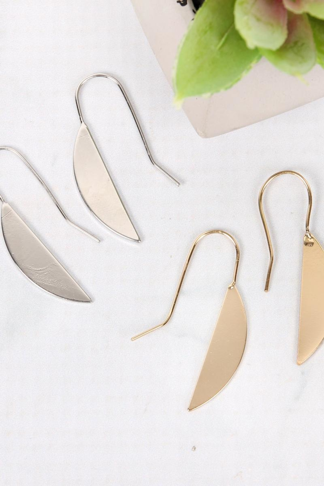 Riah Fashion Half-Leaf Threader Earrings - Side Cropped Image