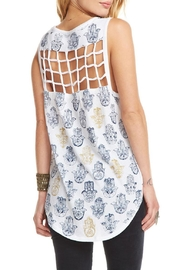 Chaser Hamsa Toss - Side cropped