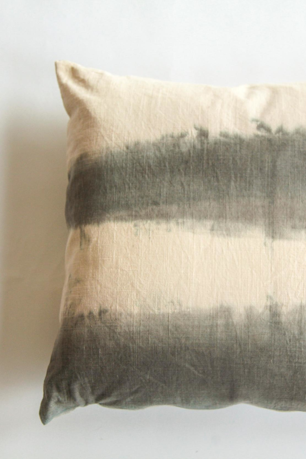 Ró   Handmade Linen Pillow - Front Cropped Image
