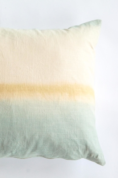 Ró   Handmade Linen Pillow - Alternate List Image