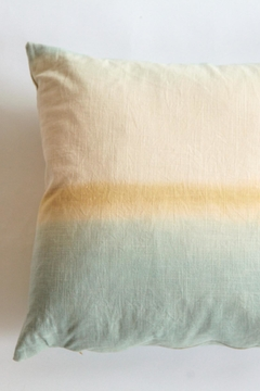Ró   Handmade Linen Pillow - Product List Image