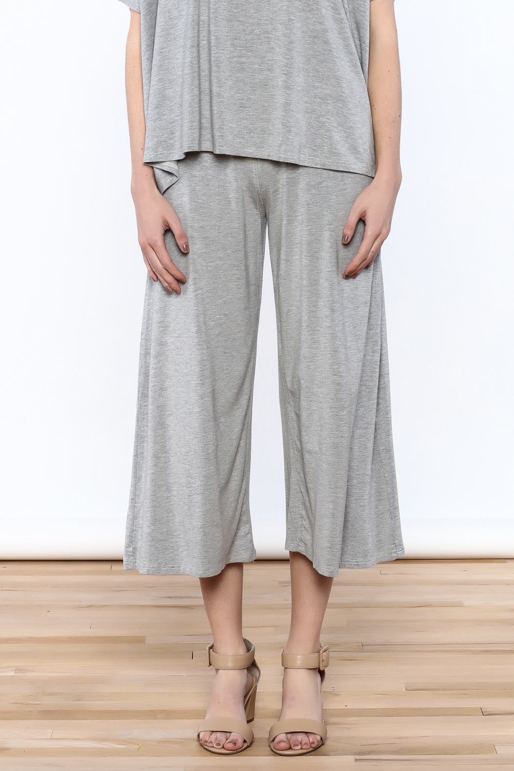 Heartstring Grey Banded Crop Pant - Side Cropped Image