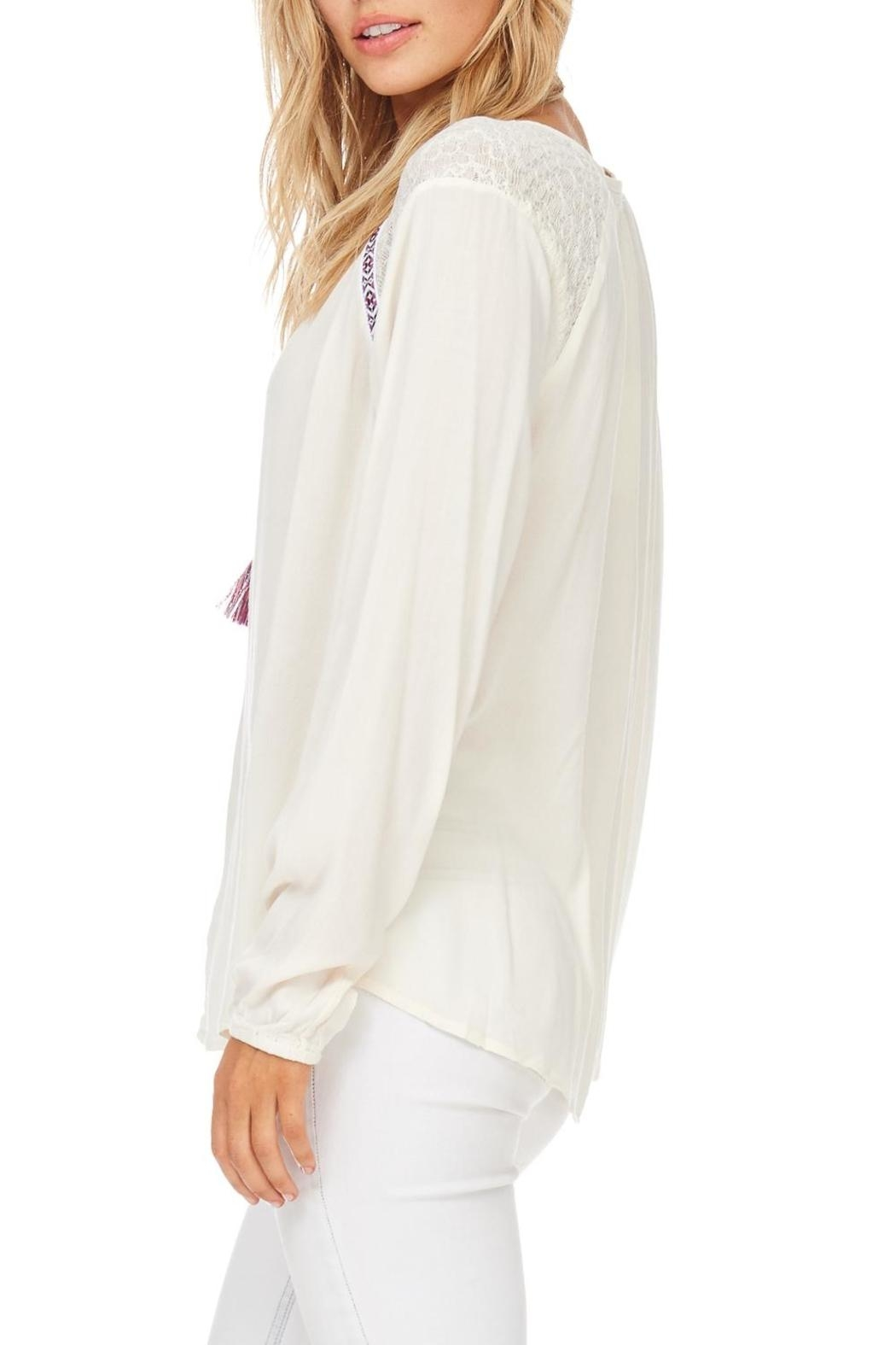 Hem & Thread Cream Embroidered Detail Blouse - Side Cropped Image