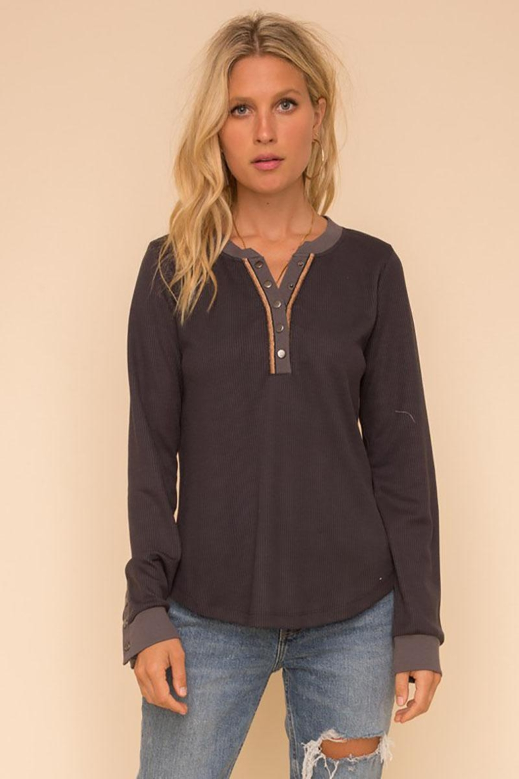 Hem & Thread Unique Snap Closure Ribbed Henley Tunic Top - Side Cropped Image