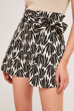 Compania Fantastica Hi Waisted Belted Shorts - Product List Image