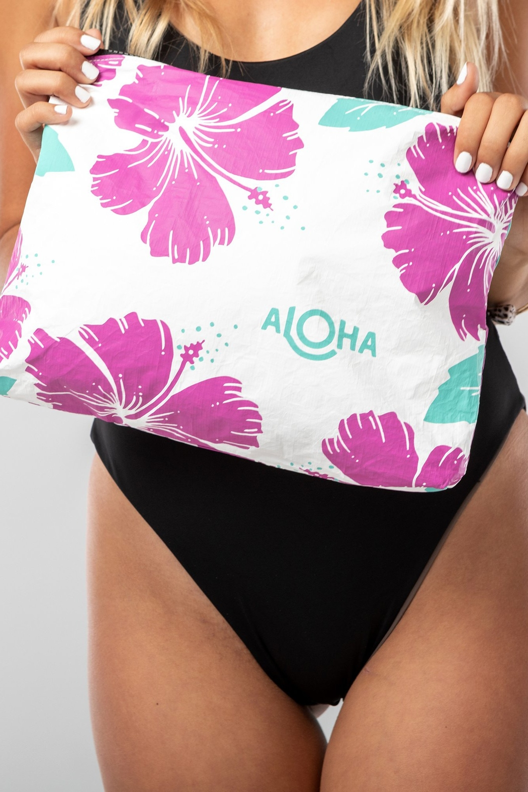 Aloha Collection Hibiscus Zipper Bag - Side Cropped Image