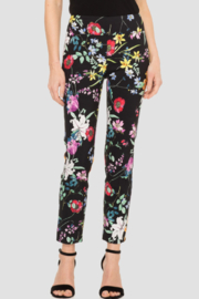 Joseph Ribkoff  High-contrast graphic print covers this pixie crop pant - Product Mini Image