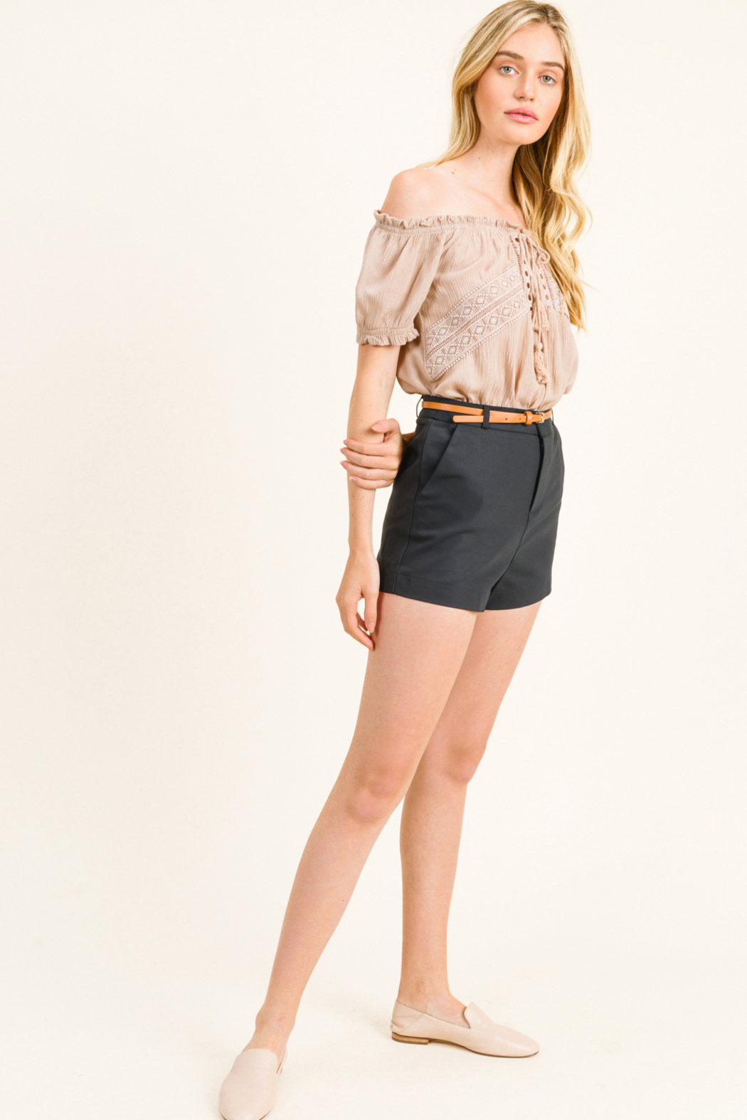MONTREZ HIGH WAISTED BELTED CHINO SHORTS - Side Cropped Image