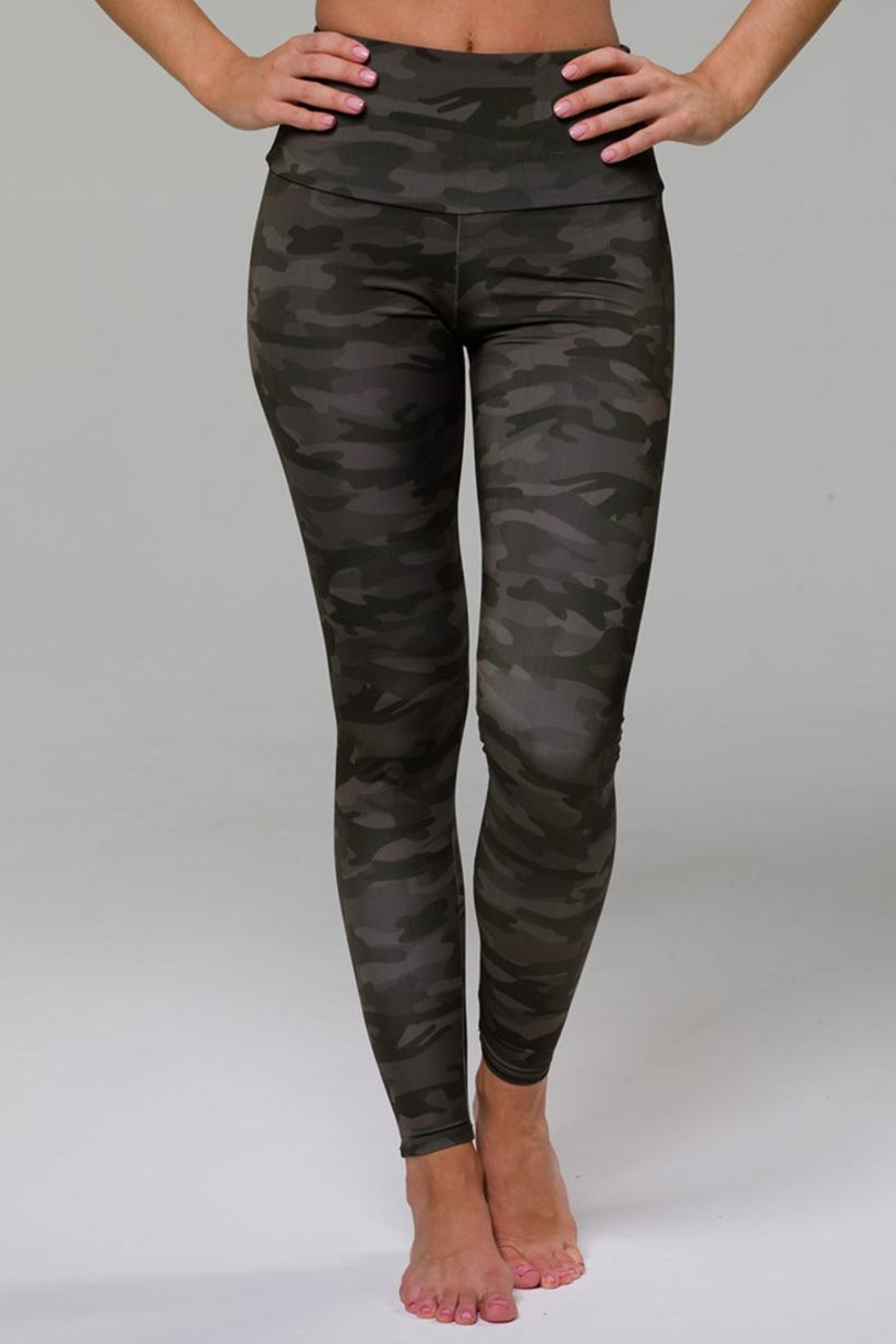 Onzie Highrise Camo Legging - Side Cropped Image
