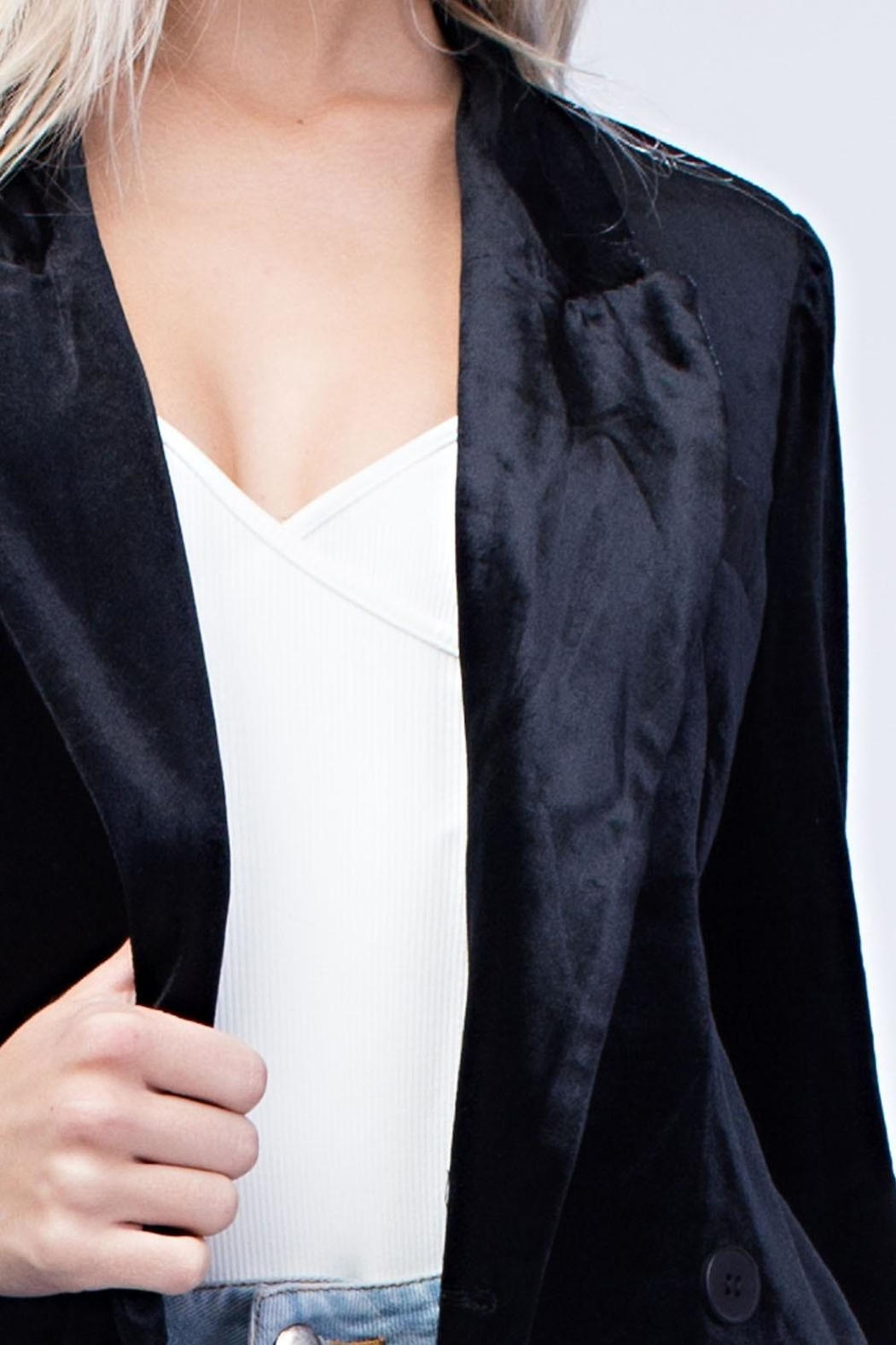 Honey Punch Black Velvet Blazer - Side Cropped Image