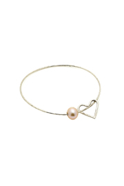 Hurricane Ltd. Maui Bangle Pearl Heart - Front cropped