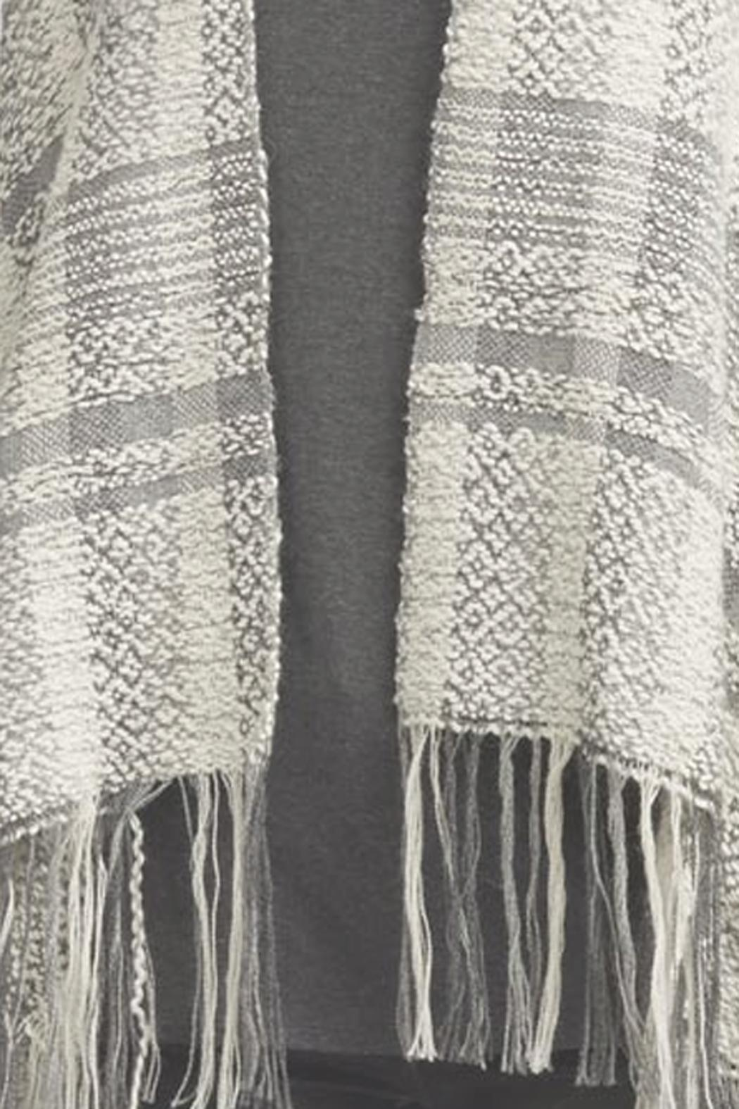 Indigenous Royal Plaid Shawl - Side Cropped Image