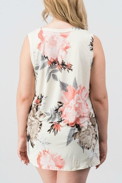 Trend:notes Isabella Ivory Sleeveless - Alternate List Image