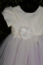 vainilla y avellana Ivory Lilac Tulle - Side cropped