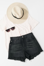 Trend:notes Jackie Frayed Shorts - Front cropped