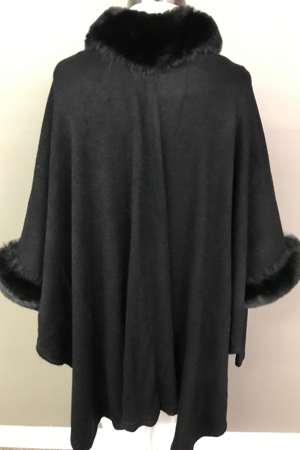 Janice Luxerious Faux Fur Cape - Side Cropped Image