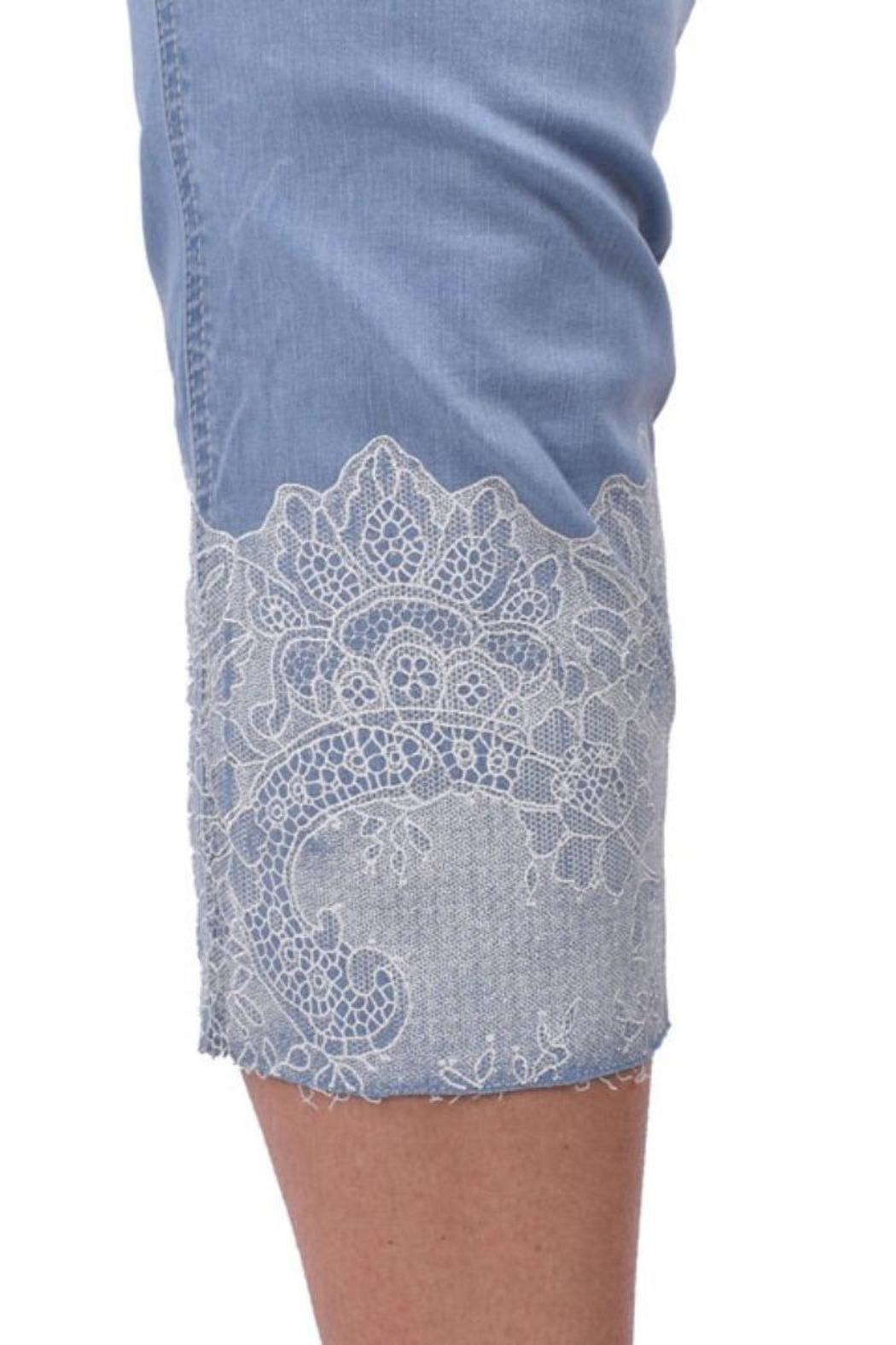 Ethyl Jeweled Lace Capri - Side Cropped Image