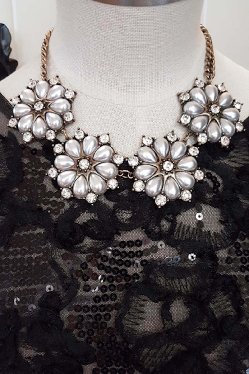 Jewellery Pearl Flowers Necklace - Main Image