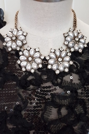 Jewellery Pearl Flowers Necklace - Front cropped