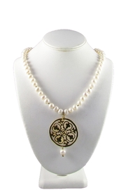 Joyas San Diego Pearl Medallion Necklace - Front cropped
