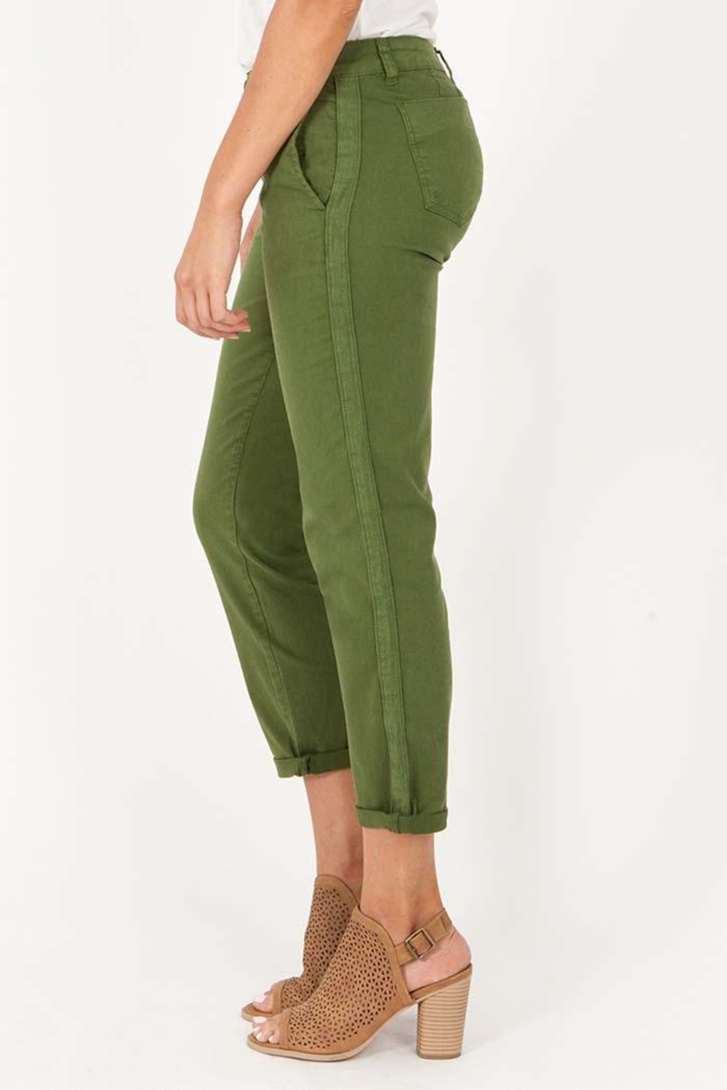Kut from the Kloth Julianne Crop Trouser - Front Full Image