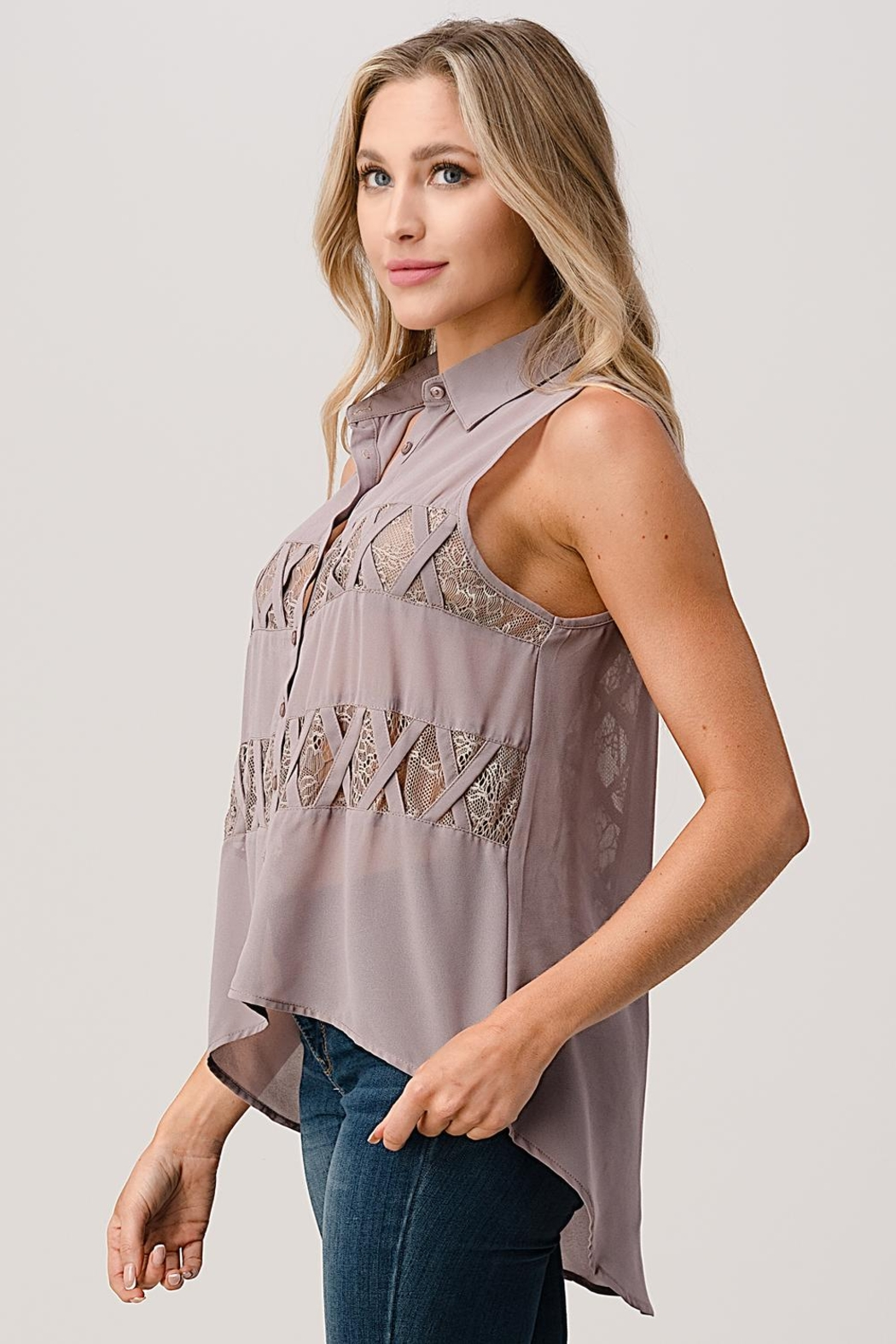 Kaii Sleeveless High Low Hemmed With Lace Shirt - Side Cropped Image