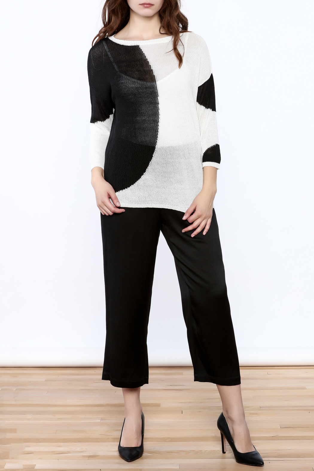 Katherine Barclay White And Black Sweater - Front Full Image
