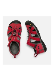 Keen Seacamp II CNX Youth in Racing Red/Gargoyle - Back cropped