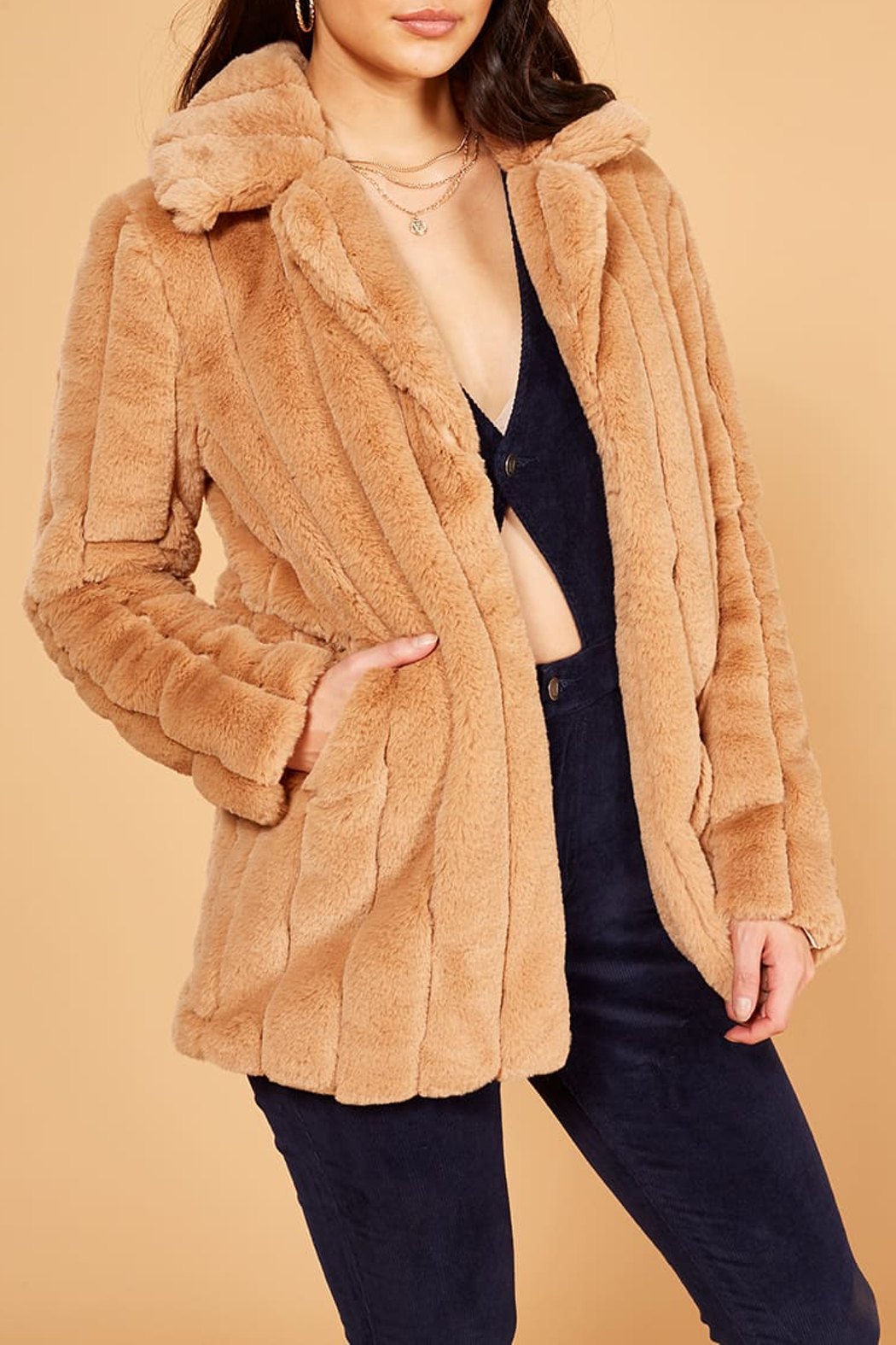 MinkPink Kimbra Faux Fur Jacket - Side Cropped Image