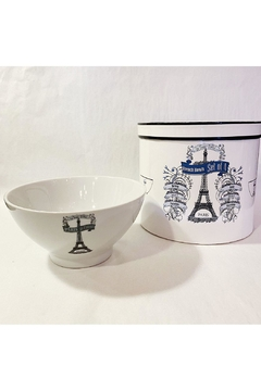 Kiss That Frog Bowls In Paris - Alternate List Image