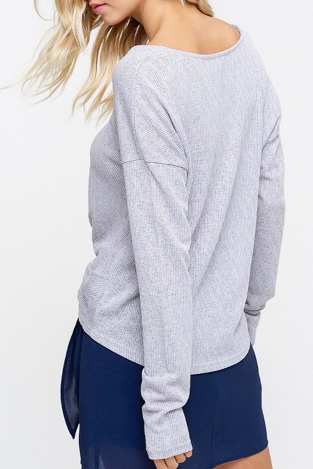 Listicle Knot Hem Top - Side Cropped Image