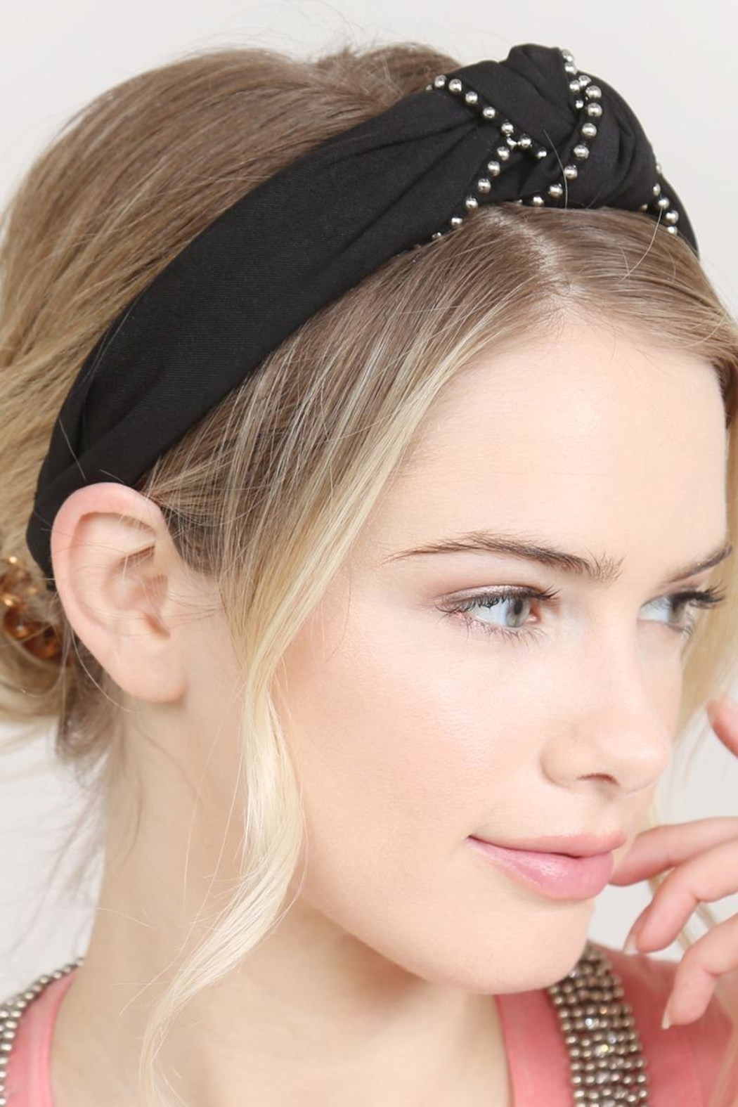 Riah Fashion Knotted Headbands - Back Cropped Image
