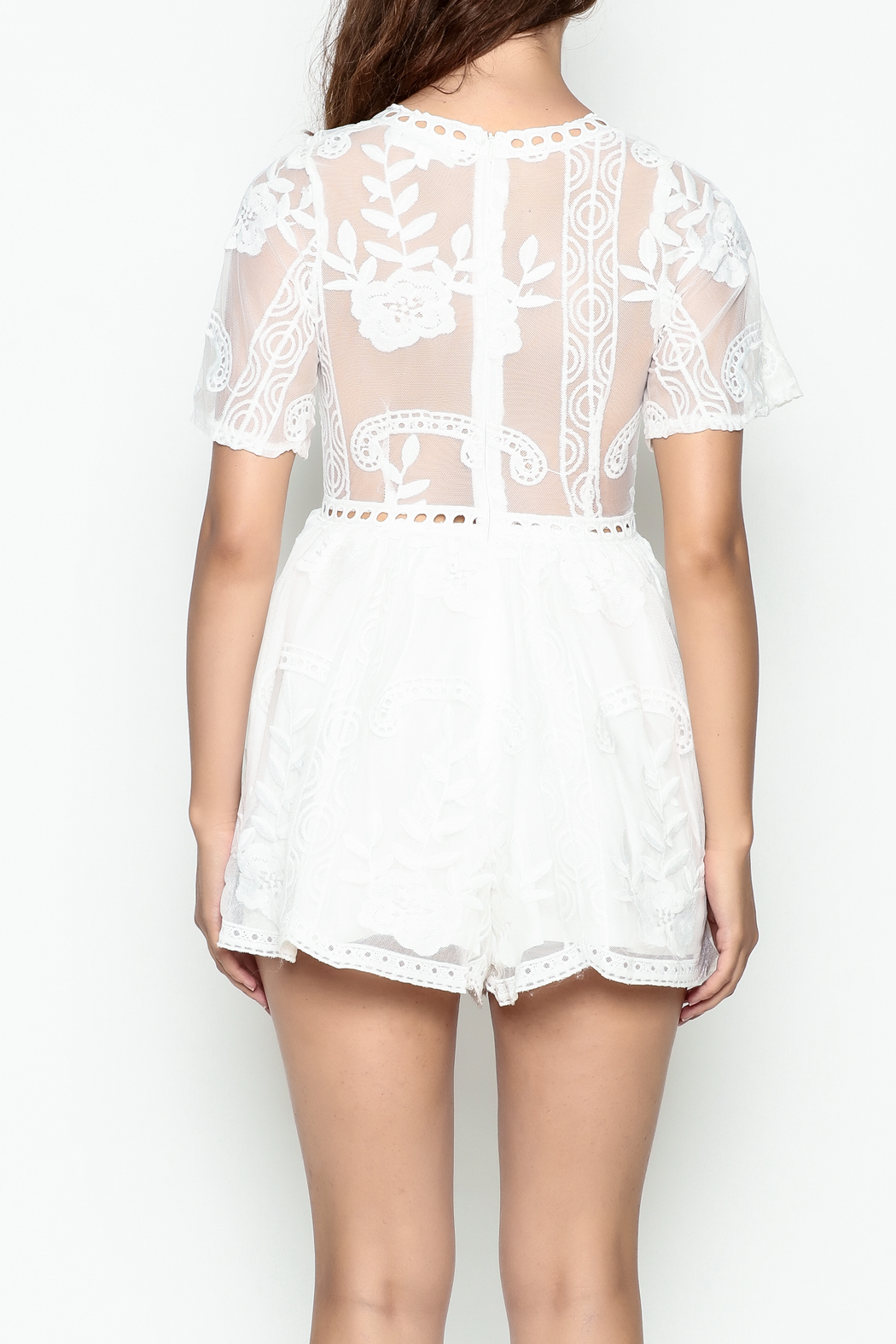 L'atiste Lace White Romper - Back Cropped Image